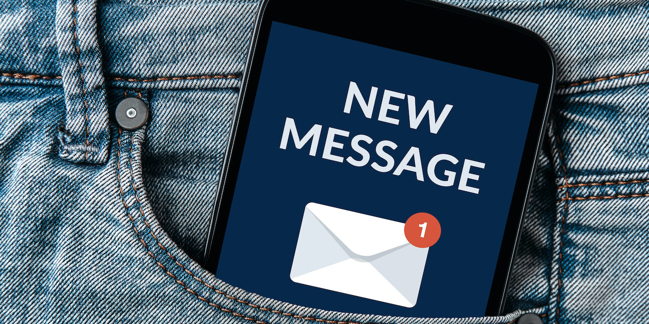 email notificatie op telefoon in broekzak